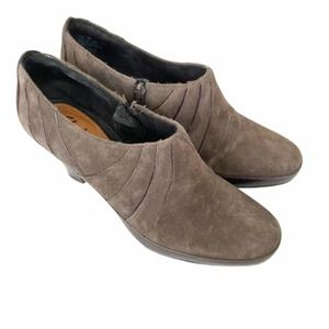 Clarks artisan pewter diamond chest suede booties